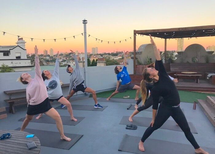 kings-cross-backpackers-free-yoga-on-the-rooftop